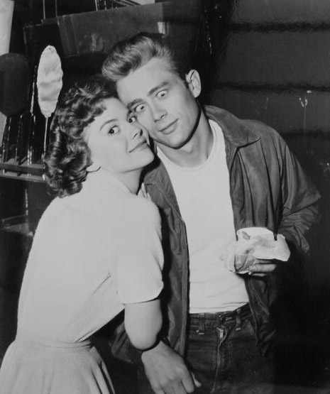 Natalie-Wood-and-James-Dean-during-the-filming-of-Rebel-Without-a-Cause-in-1955